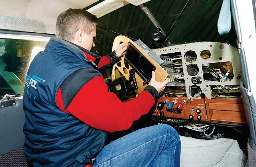 Modernizacja wyposażenia awionicznego samolotu Cessna A185F